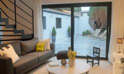 Salon et cour intérieure